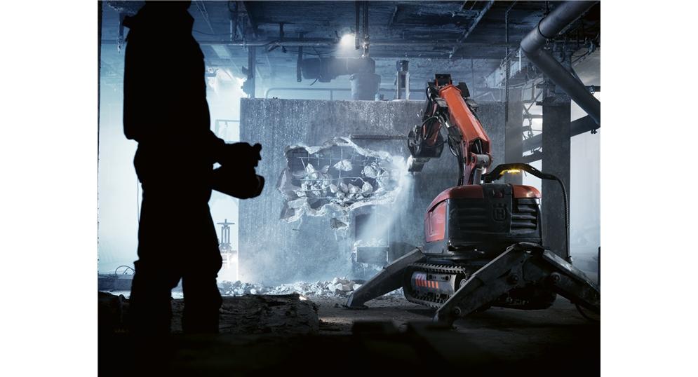 rozbiórka techniczna z użyciem robota wyburzeniowego